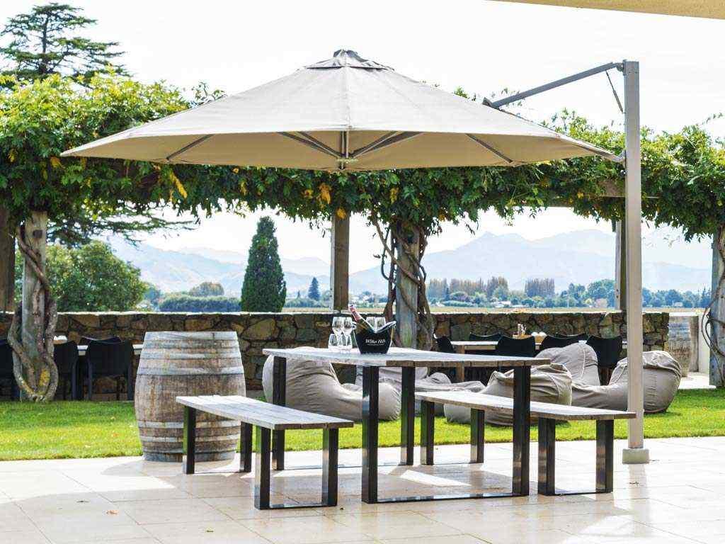 Rotating-cantilever-umbrella-winery